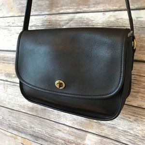 Beautiful vintage coach city bag purse crossbody